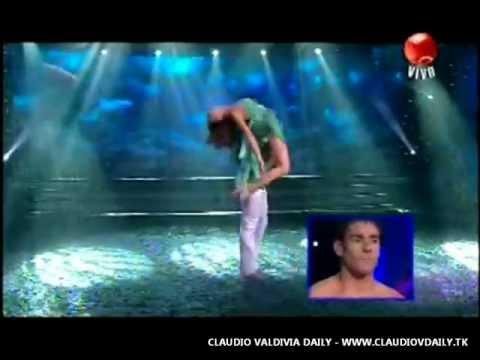 Claudio Valdivia bailando bajo la lluvia en Fiebre de Baile (14/03/12)
