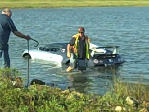 Picture Bugatti on Bugatti Veyron Towed From Saltwater Lagoon
