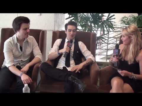 20 Questions With Panic! At The Disco's Brendon Urie & Spencer Smith - Hollywire Hot Seat