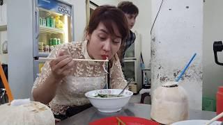"""Mùng 7 Tết Mậu Tuất """"đi qua"""" chùa Minh Đạo Quận 3 ăn Miến Gà Kỳ Đồng cùng Giai Nhân Sài Gòn"""