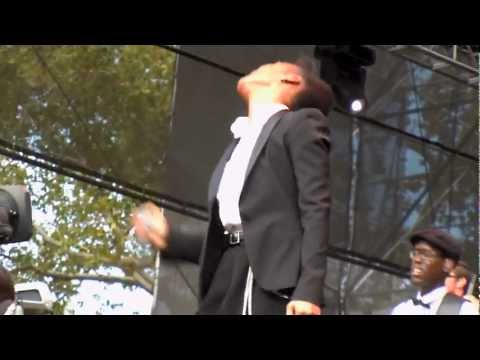 Janelle Monae - Little Wing (Jimi Hendrix cover) Made in America @ Philadelphia, 2012