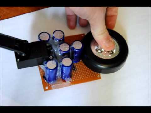 The Wind Up Super Capacitor Flashlight With Dynamo Charger