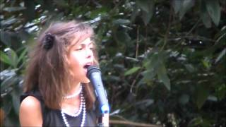 Sarah Thompson LIVE.wmv