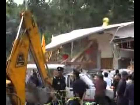 Malaysian Muslims destroy Buddhist Statue and Temple