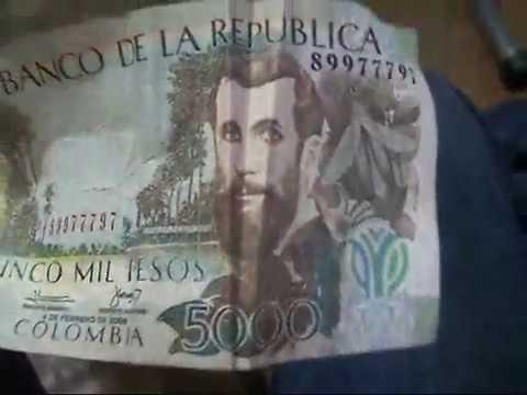 Mensajes ocultos en billetes colombianos