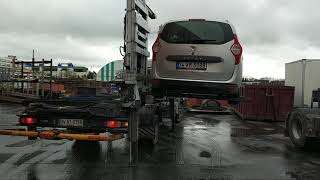 Tow Truck- Side Loader - Lifting Car Lift Away