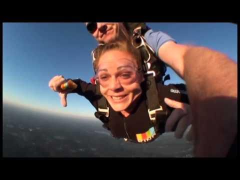 Lauren Skydiving KIND