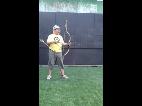 Mongolian (Yuan dynasty) ram  horn bow shooting demo