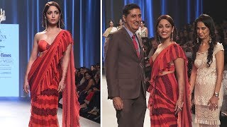 Yami Gautam Ramp Walk For Bombay Times Fashion Week | Latest Ramp Walk Video 2018