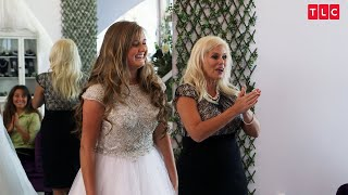 Kendra Tries On Her Sparkly Wedding Dress | Counting On