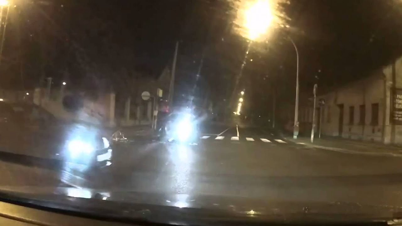 Autó elé tekert, mégis felpofozta a sofőrt