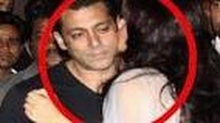 Salman Khan ට Jacqueline හොරෙන් දුන්න kiss එක මට්ටු Salman Khan, Jacqueline Flirting at 'KICK' 'Jumm