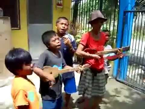 The  Caroling Bisaya Song  Funny Version video