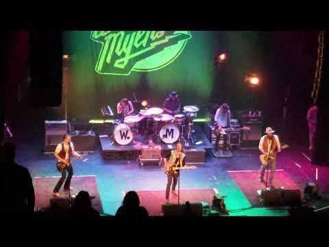 """Whiskey Myers With Bones Owens """"Rockin' In The Free World"""" (Neil Young Cover) 4/12/19 Des Moines, IA"""