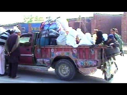 Pakistan: les réfugiés fuient les combats en zone tribale