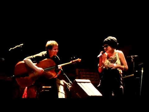 Melody Gardot quotSomewhere Over The Rainbowquot  Halle aux Grains Toulouse