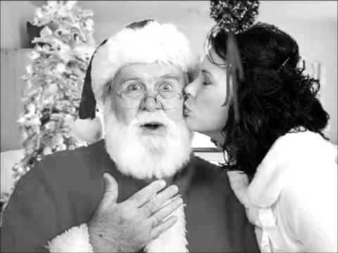 Amy Winehouse - I Saw Mummy Kissing Santa Claus.wmv