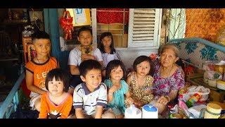 Cha chết, mẹ lấy chồng khác bỏ lại 7 đứa trẻ cho bà ngoại già chăm sóc