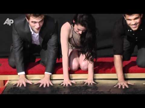 'Twilight' Stars Get Hand Prints in Hollywood