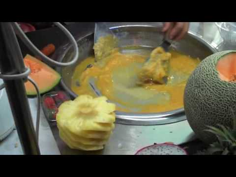 Guy makes mango Ice Cream in Hainan, China (like Cold Stone)