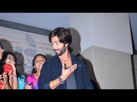 Shahid Kapoor Dancing With College Students