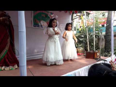 projapoti ta jokhon tokhon dance by Azreen & Nusaiba