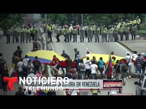 Autoridades y opositores se enfrentan en Venezuela | Noticiero | Noticias Telemundo