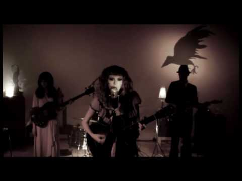 Karen Elson - 'The Ghost Who Walks' (Live Acoustic) Video