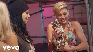 Miley Cyrus - #VEVOCertified, Pt 2:  Award Presentation