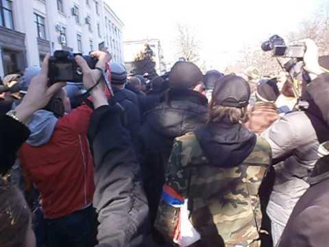 Нападение пророссийских активистов на журналистов ТРК Украина и НТН