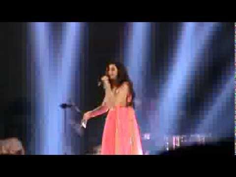 Shreya Ghoshal Singing nagada Sang Dhol Live In Kolkata In Toi's Concert. video