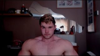Gay Jr Bodybuilder -  Morning Muscle flex