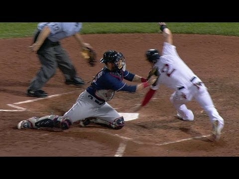 CLE@BOS: Bourn's stellar throw nabs Ellsbury at home