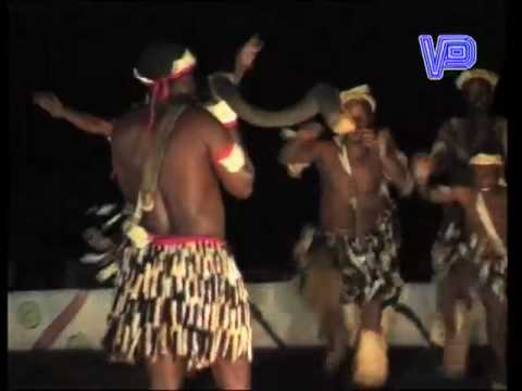 VICTORIA FALLS – TRADITIONAL AFRICAN DANCING