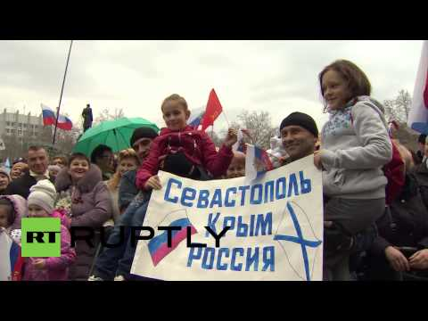 Ukraine: Young and old rally for Putin and Russia in Sevastopol