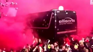 Liverpool fans welcoming the team bus into Anfield tonight. Liverpool - Villareal (5/5/2016)