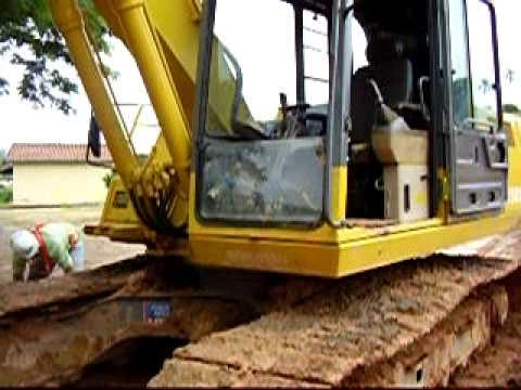 Aula de escavadeira PC 12 8142 5595  12 7814 3891
