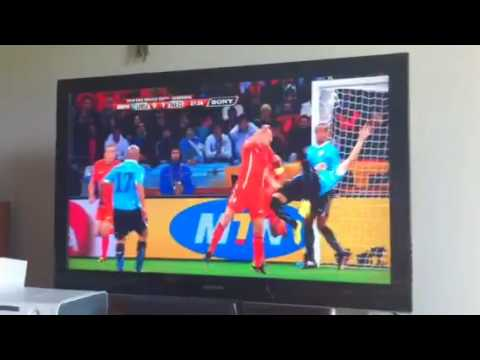 Thumb Video Uruguay &#8211; Holanda: Cceres pate una chilena en la cara a De Zeeuw
