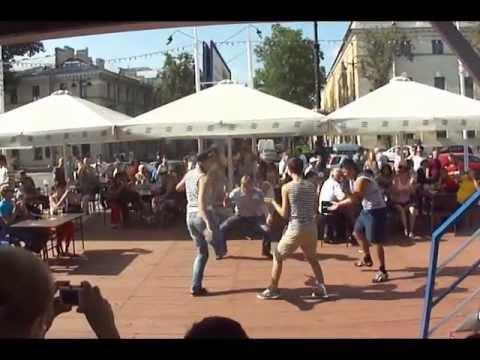Петербург, День Флота. Яблочко