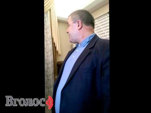 Олександр Рудяк дає термінову прес-конференцію після захоплення будівлі обласної міліції
