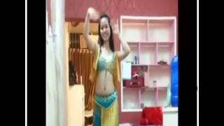 Teen Việt múa bụng cực dẻo và gợi cảm