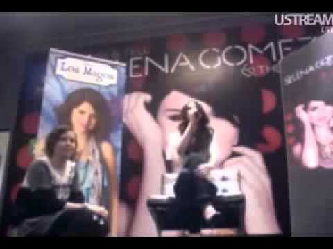 Selena Gomez Cantando En EspaÑol Naturally video