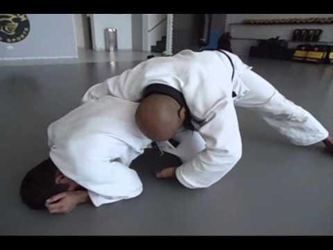 Angelo Tilapa ensina raspagem de Jiu-Jitsu