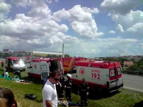 Acidente com 12 veiculos na rodovia dos Bandeirantes -SP - 09-02-2010