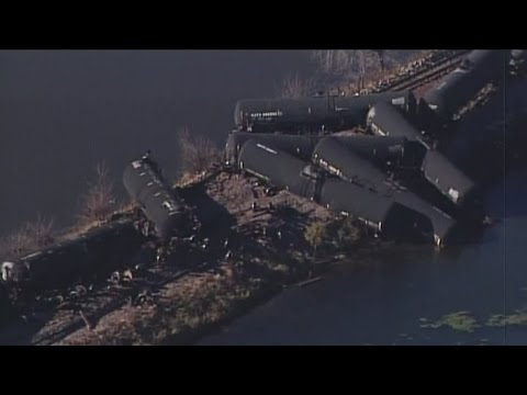 Wisconsin US senator tours train derailment site in Alma