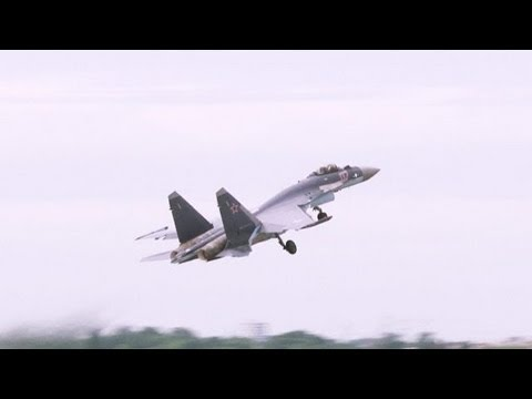 Sukhoi Su-35S Fighter Performs Breathtaking Stunt at Paris Air Show