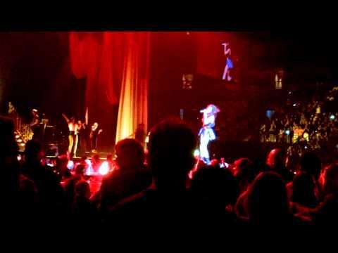 Roar (cover) - Selena Gomez Clip Live Boston, Ma) video