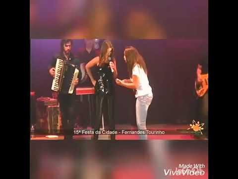 Fã sobe ao palco de Paula Fernandes em show de Fernandes Tourinho 23/09/17😻