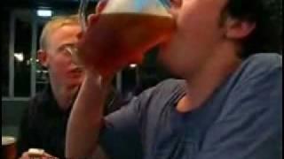 1 jarra de cerveza en 2 segundos