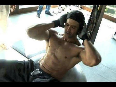 Hrithik Roshan Workout In Gym Dedication - YouTube
